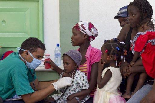 Cuban-doctors-examine-cholera-patients-at-the-hospital-of-the-ester
